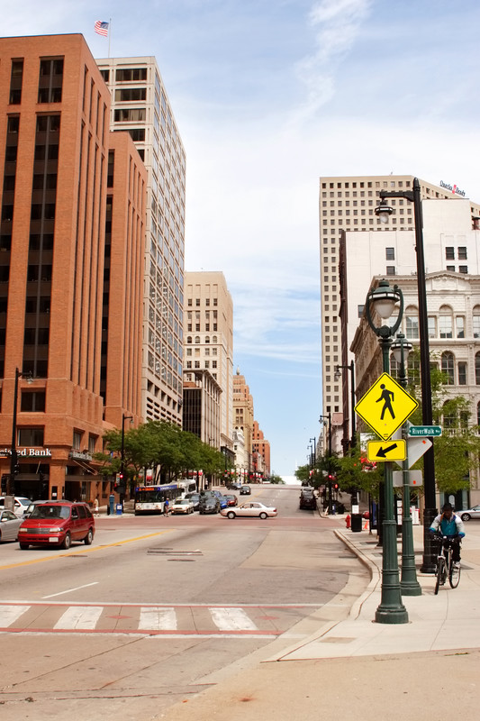 movers in Milwaukee | Advantage Moving and Storage | Chicago